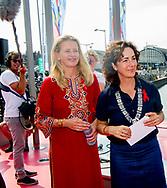 25-7-2018 AMSTERDAM - prinses Mabel en Femke Halsema , BURGEMEESTER HALSEMA OPENT FAKKELTOCHT POSITIVE FLAME VOOR AIDS2018 COPYRIGHT MICHEL UTRECHT