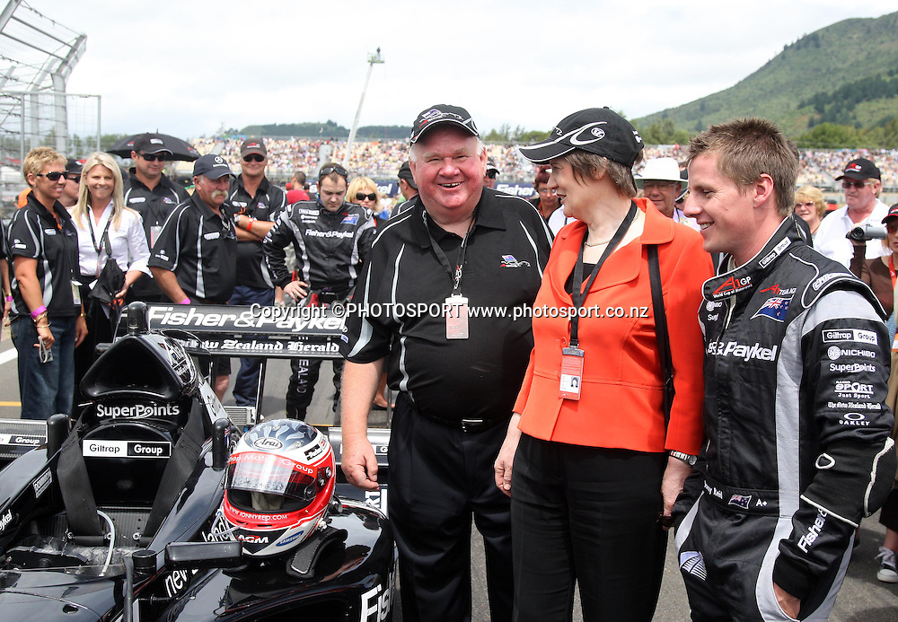 (R-L) Team NZ driver Jonny Reid, New Zealand Prime Minister Helen Clark and Colin Giltrap. A1 GP feature race, Taupo, New Zealand, Sunday 20 January 2008. Photo: Andrew Cornaga/PHOTOSPORT