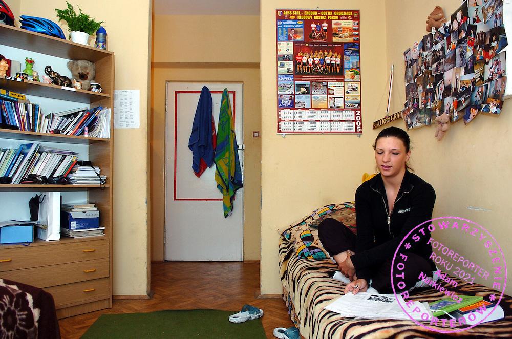 n/z.: Aleksandra Wnuczek - Szkola Mistrzostwa Sportowego Kolarstwo - Zyrardow , Polska , 26-04-2005 , fot.: Adam Nurkiewicz / mediasport..Sport's Champion School - Cycling April 26, 2005 ; Poland , Zyrardow ( Photo by Adam Nurkiewicz / mediasport )