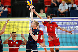 20170617 NED: FIVB Volleybal World League 2017 The Netherlands - Slovakia: Den Haag <br />Daan van Haarlem (1) of The Netherlands, Tomas Krisko (2) of Slovakia <br />©2017-FotoHoogendoorn.nl / Pim Waslander