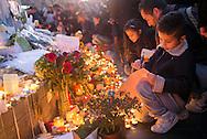 Après les attentats à Paris du 13 novembre 2015. Hommage aux victimes des fusillades place de la République dimanche 15 novembre 2015.
