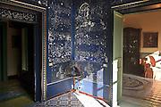 decorazioni islamiche nella  &quot;camera delle meraviglie&quot; scoperta per caso durante una ristrutturazione di un appartamento nel centro storico di Palermo.<br /> Islamic drawings of the &quot;Blue room&quot; discovered in an old building in Palermo during refurbishment of the dwellings