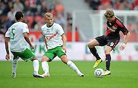 FUSSBALL   1. BUNDESLIGA   SAISON 2011/2012    2. SPIELTAG Bayer 04 Leverkusen - SV Werder Bremen              14.08.2011 Andre SCHUERRLE (re, Leverkusen) gegen die Bremer WESLEY (li) und Lennart THY (Mitte)