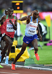 Mo Farah of Great Britain stumbles after being clipped on the final lap - Mandatory byline: Patrick Khachfe/JMP - 07966 386802 - 04/08/2017 - ATHLETICS - London Stadium - London, England - Men's 10,000m Final - IAAF World Championships