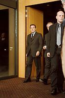 11.03.1999, Deutschland/Bonn:<br /> Gerhard Schröder, Bundeskanzler, betritt den Info-Saal zur offiziellen Bekanntgabe des Rücktritts von Oskar Lafontaine als Bundesfinanzminister und Parteivorsitzender, Bundeskanzleramt, Bonn<br /> IMAGE: 19990311-03/01-13<br /> KEYWORDS: Gerhard Schroeder