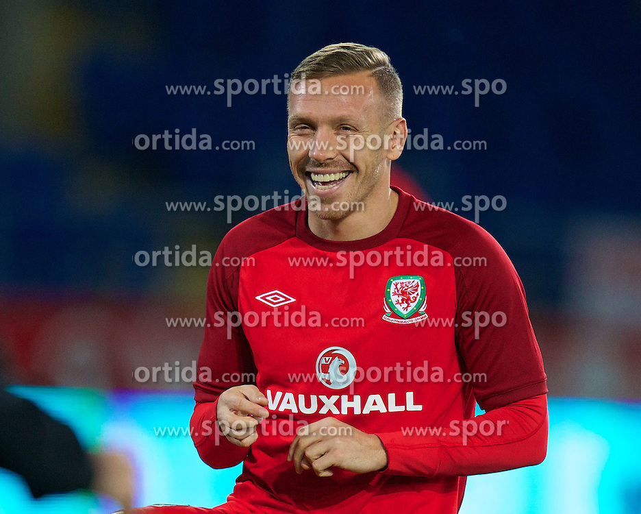 11.10.2013, City Stadion, Cardiff, WAL, FIFA WM Qualifikation, Wales vs Mazedonien, Gruppe A, im Bild Wales' Craig Bellamy warms-up before the FIFA World Cup Qualifier Group A Match between Wales and Macedonia at the City Stadium, Cardiff, Wales on 2013/10/11. EXPA Pictures © 2013, PhotoCredit: EXPA/ Propagandaphoto/ David Rawcliffe<br /> <br /> ***** ATTENTION - OUT OF ENG, GBR, UK *****