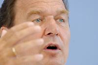 13 AUG 2003, BERLIN/GERMANY:<br /> Gerhard Schroeder, SPD, Bundeskanzler, Pressekonferenz zu den Beschluessen der vorangegangenen K abinettsitzung, Bundespressekonferenz<br /> IMAGE: 20030813-02-026<br /> KEYWORDS: Gerhard Schröder, BPK