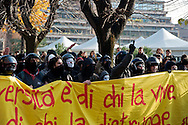 Roma 12  Dicembre 2013<br /> Gli studenti dell 'Universit&agrave; La Sapienza hanno protestato davanti al rettorato , in occasione del convegno sulla green economy, cui prendevano parte numerosi ministri del governo Letta. Dopo il lancio di fumogeni e bombe carta la polizia  a caricato i studenti.<br /> Rome December 12, 2013<br /> Students of the La Sapienza University have protested in front of the rectory, on the occasion of the conference on green economy, which took part in a number of government ministers Letta. After throwing paper bombs and smoke bombs,  the police charged the students.