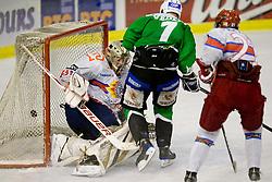 26.09.2010, Hala Tivoli, Ljubljana, SLO, EBEL, HDD Tilia Olimpija vs HK Acroni Jesenice, im Bild Domen Vedlina (HDD Tilia Olimpija, #7) scores a goal, Klemen Pretnar (HK Acroni Jesenice, #21) und Mitch O'Keefe (HK Acroni Jesenice, #31), EXPA Pictures © 2010, PhotoCredit: EXPA/ Sportida/ Matic Klansek Velej