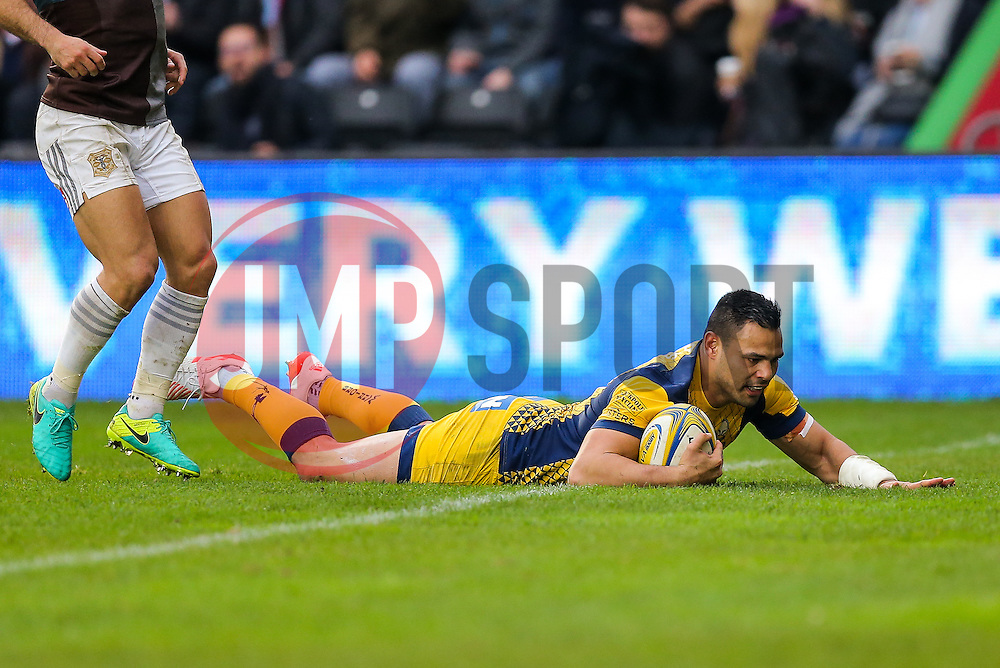Ben Te'o of Worcester Warriors scores a try - Rogan Thomson/JMP - 29/10/2016 - RUGBY UNION - Twickenham Stoop - London, England - Harlequins v Worcester Warriors - Aviva Premiership.