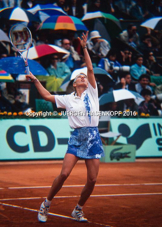 Steffi Graf (GER) spielt im Regen, Roland Garros, French Open 1994<br /> <br /> Tennis - French Open 1994 - Grand Slam ATP / WTA -  Roland Garros - Paris -  - France  - 24 November 2016.