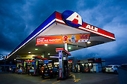 Belo Horizonte_MG, Brasil...Posto de gasolina no bairro Santa Lucia...Gas station in Santa Lucia  neighborhood...Foto: LEO DRUMOND /  NITRO