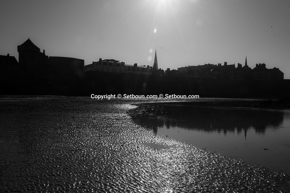 France  Britany  Saint malo   the sea in front of Saint Malo old city    /  la mer face a Saint Malo  bretagne  France