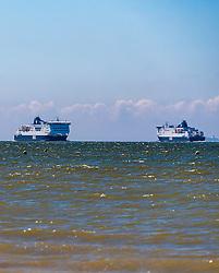 THEMENBILD, eine Fähre vor der Küste von Calais, aufgenommen am 24.06.2016, Calais, Frankreich. // a ferry off the coast of Calais, France on 2016/06/24. EXPA Pictures © 2016, PhotoCredit: EXPA/ JFK