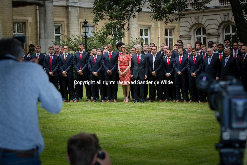 Rode Duivels ontvangst op het Koninklijk Paleis door koning Filip en koningin Mathilde. Koning Filip en Koningin Mathilde voegen zich bij de spelers voor de groepsfoto