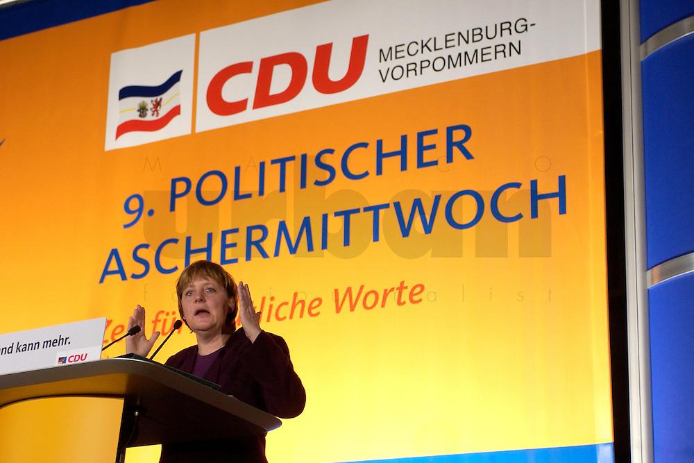 25 FEB 2004, DEMMIN/GERMANY:<br /> Angela Merkel, CDU Bundesvorsitzende, haelt eine Rede, Politischer Aschermittwoch der CDU Mecklenburg-Vorpommern, Tennis- und Squash Center Demmin<br /> IMAGE: 20040225-02-037<br /> KEYWORDS: speech