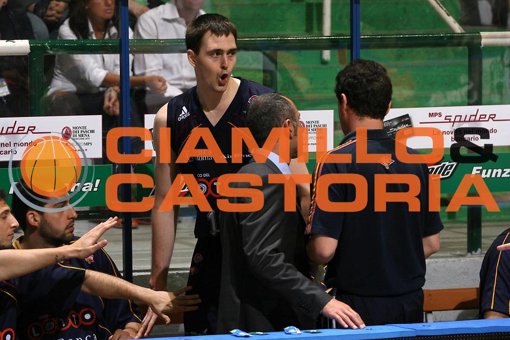 DESCRIZIONE : Siena Lega A1 2006-07 Playoff Semifinale Gara 1 Montepaschi Siena Lottomatica Virtus Roma <br /> GIOCATORE : Lorbek <br /> SQUADRA : Lottomatica Virtus Roma <br /> EVENTO : Campionato Lega A1 2006-2007 Playoff<br /> Semiinale Gara 1 <br /> GARA : Montepaschi Siena Lottomatica Virtus Roma <br /> DATA : 30/05/2007 <br /> CATEGORIA : Delusione <br /> SPORT : Pallacanestro <br /> AUTORE : Agenzia Ciamillo-Castoria/G.Ciamillo