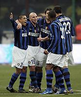 Fotball<br /> Italia<br /> Foto: Inside/Digitalsport<br /> NORWAY ONLY<br /> <br /> 23.12.2007<br /> Derby Inter v Milan (2-1)<br /> <br /> Esultanza di Ivan Cordoba, Esteban Cambiasso, Cristian Chivu, Marco Materazzi e Pele