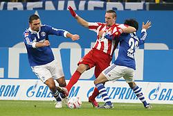 04.12.2010,  Arena Auf Schalke, Gelsenkirchen, GER, 1.FBL, Schalke 04 vs FC Bayern Muenchen, 15. Spieltag, im Bild: Edu (Schalke #9) (li.) und Atsuto Uchida (Schalke #22) (re.) nehmen Franck Ribery (Muenchen #7) (mi.) in die Zange  EXPA Pictures © 2010, PhotoCredit: EXPA/ nph/  Mueller.       ****** out ouf GER ******