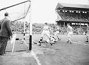 Neg No: 285/4014-4020...23081953AISFCSF.23.08.1953..All Ireland Senior Football Championship - Semi-Final...Kerry.3-6.Louth.0-10.