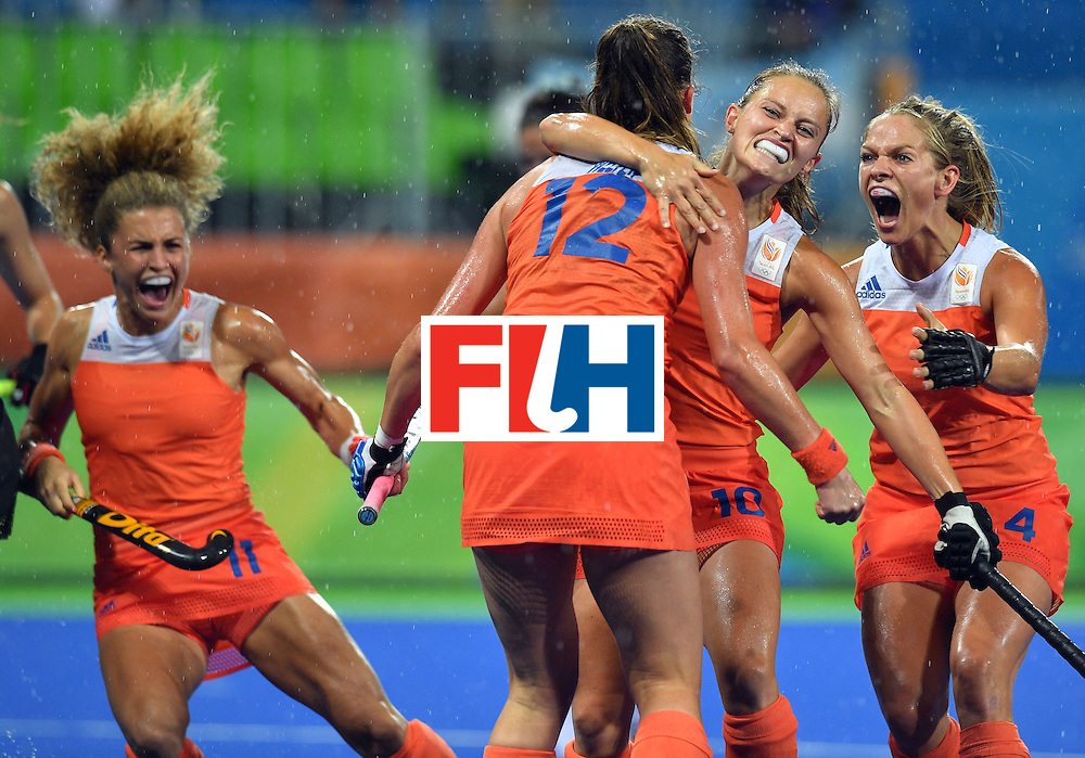 Netherland's Lidewij Welten (C) is congratulated by teammates after scoring the opening goal during the women's quarterfinal field hockey Netherlands vs Argentina match of the Rio 2016 Olympics Games at the Olympic Hockey Centre in Rio de Janeiro on August 15, 2016. / AFP / Carl DE SOUZA        (Photo credit should read CARL DE SOUZA/AFP/Getty Images)