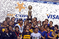 Fotball<br /> Argentina<br /> 14.09.2006<br /> Sao Paulo v Boca Juniors<br /> Foto: Argenpress / PikoPress /Digitalsport<br /> NORWAY ONLY<br /> <br /> Boca Jrs celebration after the match. Now is the team with most international titles in the world.<br /> Here Boca players with the RECOPA CUP celebrating