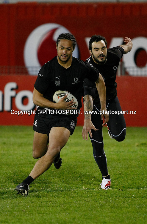 Malo Solomona (L) and Wade McKinnon (R). Vodafone Warriors Training Session, Mt Smart Stadium, Auckland. Wednesday 06 August 2008. Photo: Simon Watts/PHOTOSPORT