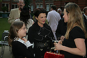 MADDY AND LOUISA GUINNESS, V and A celebrates 150th anniversary. V and A. London. 26 June 2007.  -DO NOT ARCHIVE-© Copyright Photograph by Dafydd Jones. 248 Clapham Rd. London SW9 0PZ. Tel 0207 820 0771. www.dafjones.com.