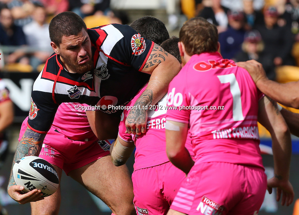Russell Packer of the Warriors looks to offload during the NRL game, Vodafone Warriors v Penrith Panthers, Mt Smart Stadium, Auckland, Sunday 19 August  2012. Photo: Simon Watts /photosport.co.nz
