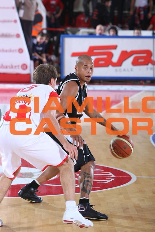 DESCRIZIONE : Teramo Lega A1 2008-09 Bancatercas Teramo Eldo Caserta<br /> GIOCATORE : Guillermo Diaz<br /> SQUADRA : Eldo Caserta<br /> EVENTO : Campionato Lega A1 2008-2009<br /> GARA : Bancatercas Teramo Eldo Caserta<br /> DATA : 15/11/2008<br /> CATEGORIA : Palleggio<br /> SPORT : Pallacanestro<br /> AUTORE : Agenzia Ciamillo-Castoria/C.De Massis