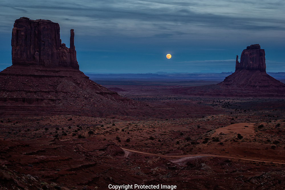 Moon Rise at Monument Valley