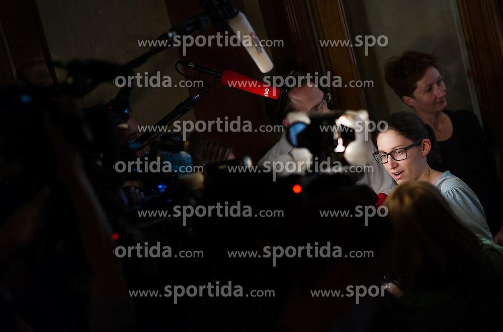 09.05.2016, Parlament, Wien, AUT, SPÖ, Sitzung des Parteivorstands nach dem überraschenden Rücktritt von Bundeskanzler Faymann. im Bild Vorsitzende der Sozialistischen Jugend Julia Herr // during board meeting of the austrian social democratic party afterresignation of the austrian chancellorFaymann at austrian parliament in Vienna, Austria on 2016/05/09. EXPA Pictures © 2016, PhotoCredit: EXPA/ Michael Gruber