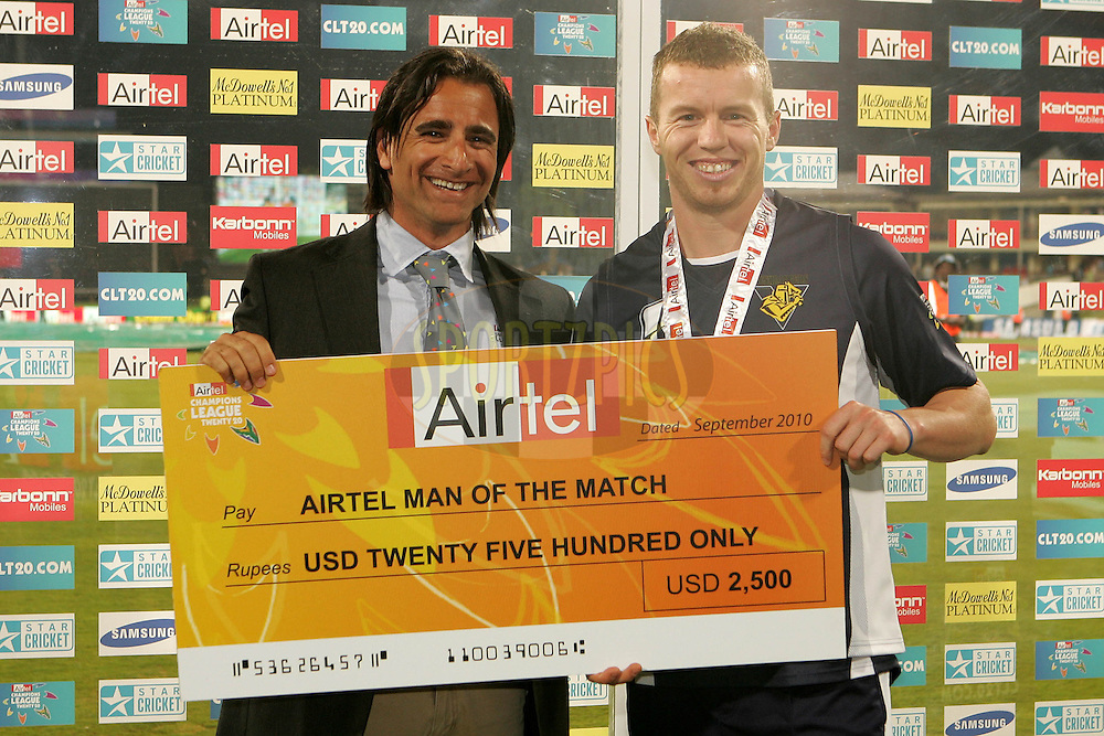 Peter Siddle is man of the match, presented his cheque by Dean Kino during match 16 of the Airtel CLT20 held between the Victorian Bushrangers and the Wayamba Elevens at Supersport Park in Centurion on the 20 September 2010..Photo by: Ron Gaunt/SPORTZPICS/CLT20