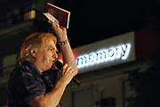 20180411/ Nicolas Celaya - adhocFOTOS/ URUGUAY/ MONTEVIDEO/ EMBAJADA BRASIL/ Marcha en reclamo de la liberaci&oacute;n de Luiz In&aacute;cio Lula da Silva, frente a la Embajada de Brasil , Montevideo.<br /> En la foto: Juan Ra&uacute;l Ferreira durante su discurso en la marcha en reclamo de la liberaci&oacute;n de Luiz In&aacute;cio Lula da Silva, frente a la Embajada de Brasil , Montevideo. Foto: Nicol&aacute;s Celaya /adhocFOTOS