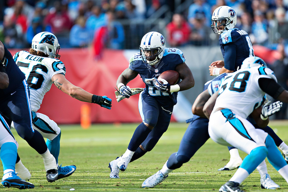 NASHVILLE, TN - NOVEMBER 15:  Antonio Andrews #26 of the Tennessee Titans runs the ball through the middle of the line during a game against the Carolina Panthers at Nissan Stadium on November 15, 2015 in Nashville, Tennessee.  (Photo by Wesley Hitt/Getty Images) *** Local Caption *** Antonio Andrews