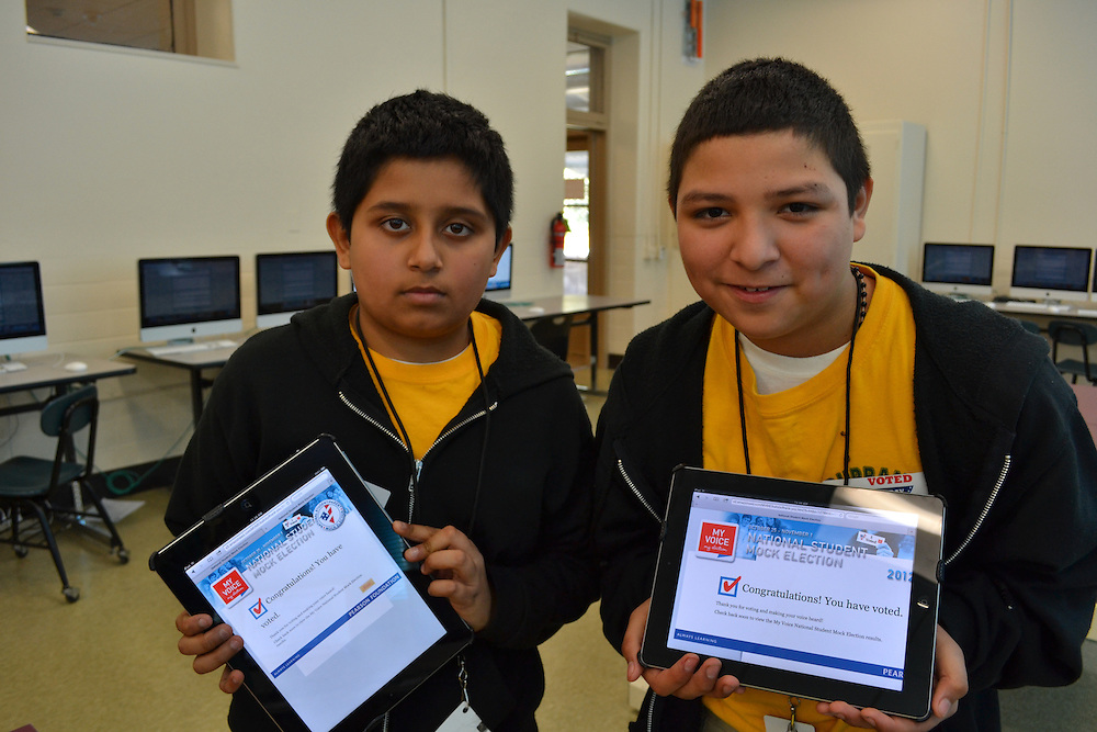 Burbank MS students vote on iPads in their mock election.<br />