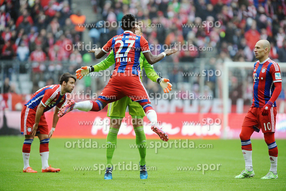 14.02.2015, Allianz Arena, Muenchen, GER, 1. FBL, FC Bayern Muenchen vs Hamburger SV, 21. Runde, im Bild David Alaba (FC Bayern Muenchen) und Torwart Manuel Neuer (FC Bayern Muenchen) beim Begruessungsritual. // during the German Bundesliga 21th round match between FC Bayern Munich and Hamburger SV at the Allianz Arena in Muenchen, Germany on 2015/02/14. EXPA Pictures &copy; 2015, PhotoCredit: EXPA/ Eibner-Pressefoto/ Stuetzle<br /> <br /> *****ATTENTION - OUT of GER*****
