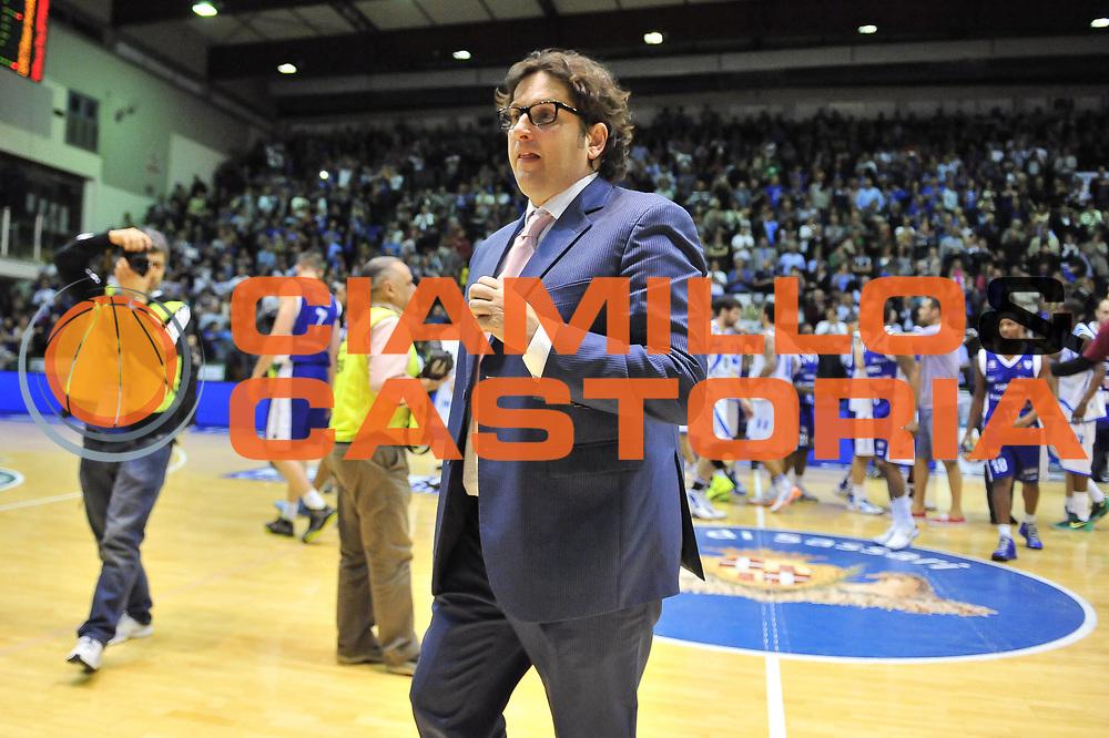 DESCRIZIONE : Gara 5 PlayOff Banco di Sardegna Dinamo Sassari - Lenovo Pallacanestro Cant&ugrave;<br /> GIOCATORE : Andrea Trinchieri<br /> CATEGORIA : Coach<br /> SQUADRA :  Lenovo Cant&ugrave;<br /> EVENTO : PlayOff<br /> GARA : Banco di Sardegna Dinamo Sassari - Lenovo Pallacanestro Cant&ugrave;<br /> DATA : 17/05/2013<br /> SPORT : Pallacanestro <br /> AUTORE : Agenzia Ciamillo-Castoria / Luigi Canu<br /> Galleria : Lega Basket A 2012-2013  <br /> Fotonotizia : Gara 5 PlayOff Banco di Sardegna Dinamo Sassari - Lenovo Pallacanestro Cant&ugrave;<br /> Predefinita :