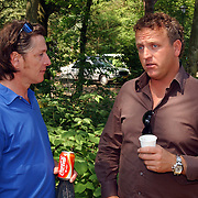 """uitreiking DVD Sjaak Bral """"Hurken in de Berm"""", Eric de Zwart en Gordon Heuckeroth"""