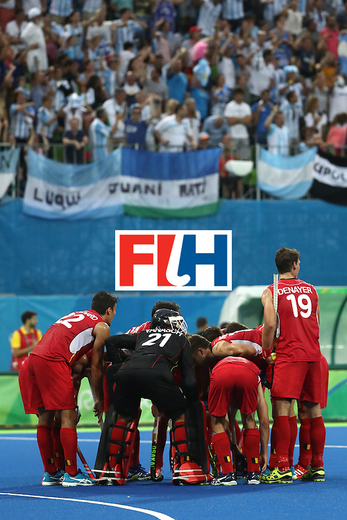 RIO DE JANEIRO, BRAZIL - AUGUST 18:  Belgium players huddle during the Men's Hockey Gold Medal match between Belgium and Argentina on Day 13 of the Rio 2016 Olympic Games at Olympic Hockey Centre on August 18, 2016 in Rio de Janeiro, Brazil.  (Photo by Sean M. Haffey/Getty Images)