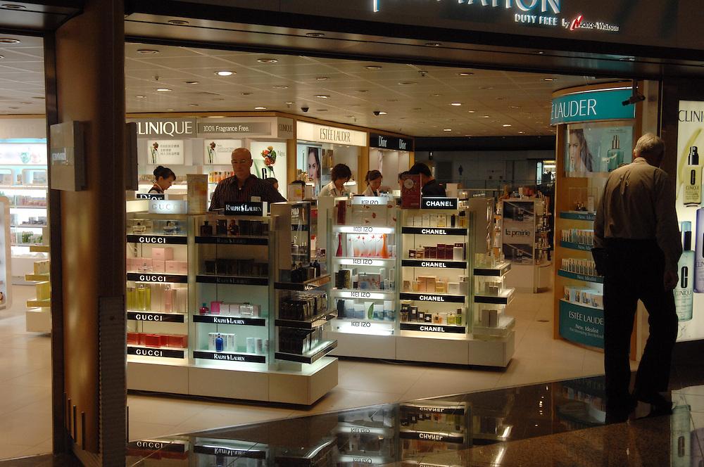 Duty Free shopping, Hong Kong International Airport, Hong Kong, Tuesday, October 23, 2007. Credit:SNPA / Ross Setford