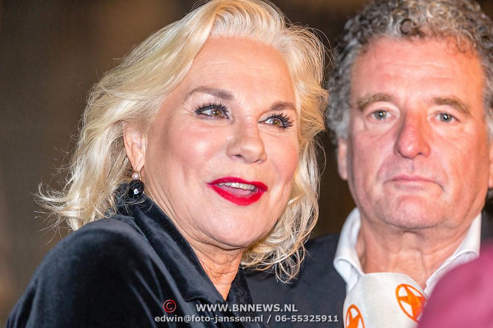 NLD/Amsterdam/20160929 - VIP opening 90 Jaar Marilyn, Monique van der Ven en partner Edwin de Vries