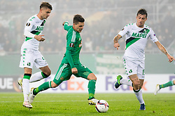 20.10.2016, Weststadion, Wien, AUT, UEFA EL, SK Rapid Wien vs US Sassuolo Calcio, Gruppe F, im Bild Antonino Ragusa (US Sassuolo Calcio), Thomas Murg (SK Rapid Wien), Francesco Acerbi (US Sassuolo Calcio) // during a UEFA Europa League, group F game between SK Rapid Wien and US Sassuolo Calcio at the Weststadion, Vienna, Austria on 2016/10/20. EXPA Pictures © 2016, PhotoCredit: EXPA/ Sebastian Pucher