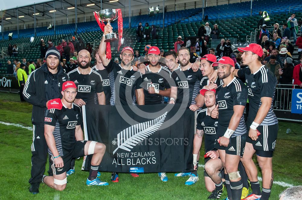 New Zealand celebrate after winning the IRB Emirates Airline Glasgow 7s at Scotstoun in Glasgow. 4 May 2014. (c) Paul J Roberts / Sportpix.org.uk