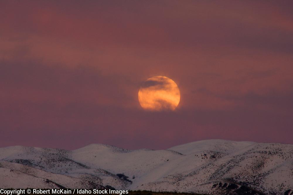 IDAHO. Boise. Full moon rising over snow-covered Boise foothills at dusk. #ln06001