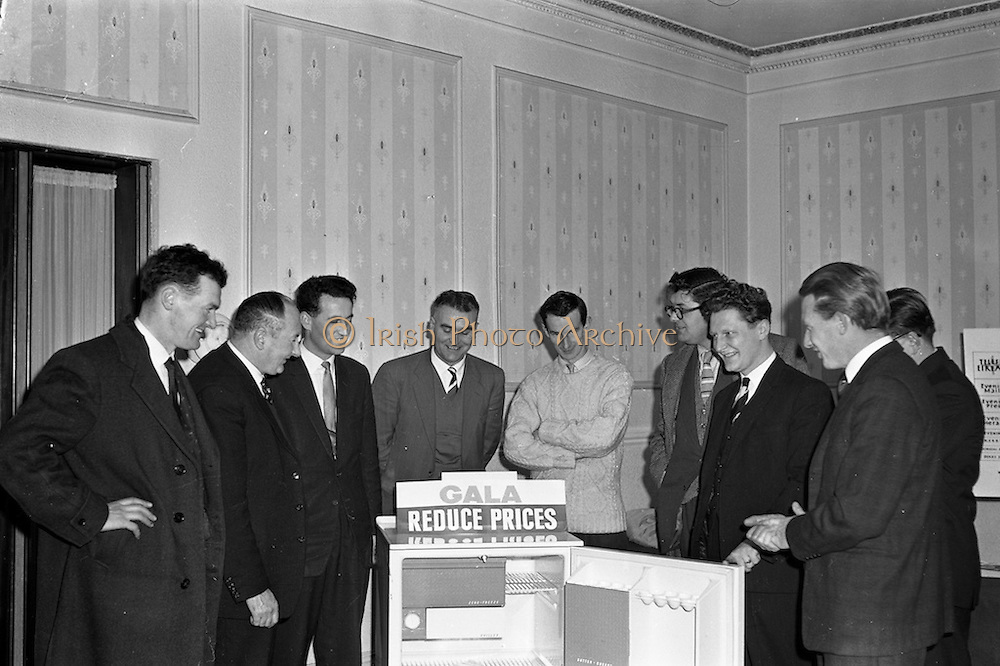 31/01/1962<br /> 01/31/1962<br /> 31 January 1962<br /> A.E.I. Gala Meetings for retailers at Jury's Hotel, Dublin. Retailers viewing new Refigerator at A.E.I - Gala meeting in Jury's.