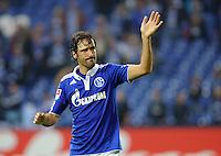 FUSSBALL   1. BUNDESLIGA   SAISON 2011/2012    4. SPIELTAG FC Schalke 04 - Borussia Moenchengladbach             28.08.2011 RAUL (Schalke) winkt nach dem Abpfiff den Fans