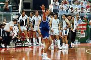 Europei Roma 1991 - Italia vs Grecia - Riccardo Pittis. Sullo sfondo Nikos Galis e Yannakis