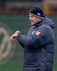 09.11.2010, Platz 5, Bremen, GER, Training Werder Bremen, im Bild Thomas Schaaf ( Werder  - Trainer  COACH) schaut auf die Uhr     EXPA Pictures © 2010, PhotoCredit: EXPA/ nph/  Kokenge+++++ ATTENTION - OUT OF GER +++++