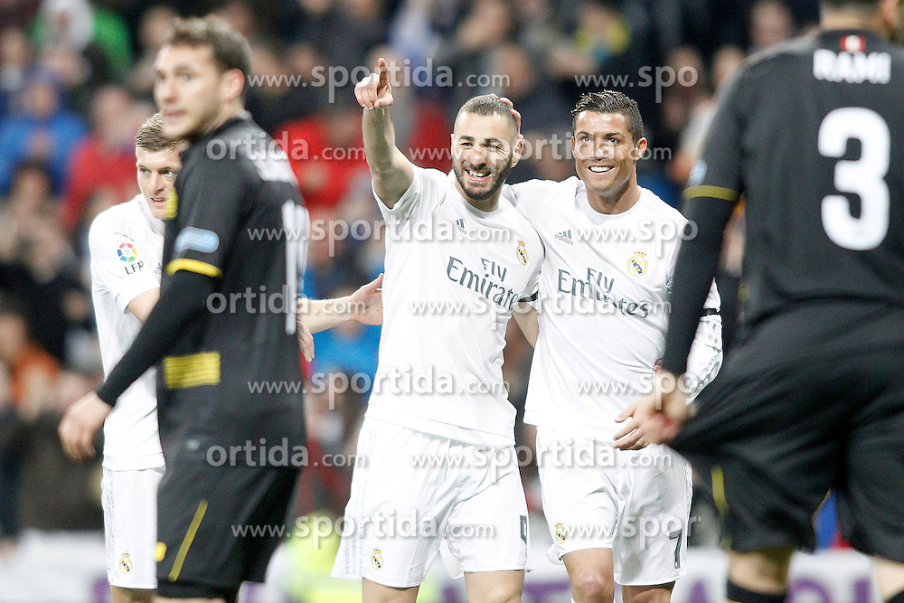 20.03.2016, Estadio Santiago Bernabeu, Madrid, ESP, Primera Division, Real Madrid vs Sevilla FC, 30. Runde, im Bild Real Madrid's Toni Kroos, Karim Benzema and Karim Benzema celebrate goal // during the Spanish Primera Division 30th round match between Real Madrid and Sevilla FC at the Estadio Santiago Bernabeu in Madrid, Spain on 2016/03/20. EXPA Pictures &copy; 2016, PhotoCredit: EXPA/ Alterphotos/ Acero<br /> <br /> *****ATTENTION - OUT of ESP, SUI*****